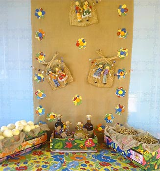 Decoração da mesa principal da festa junina