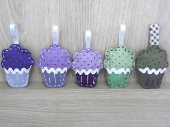 Enfeites cupcakes de feltro