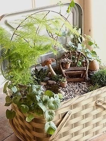 Jardim de fantasia criado dentro de uma lata