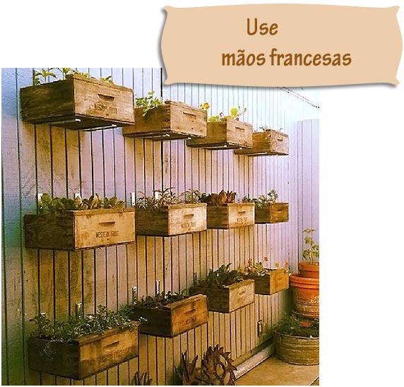 Caixotes suportados por mãos francesas ou cantoneiras de metal
