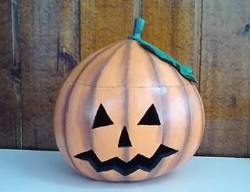 Cabaça para Halloween com decoração de abóbora