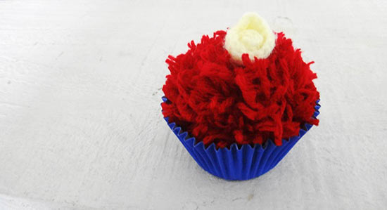 Cupcake de pompom para a lembrancinha de festa