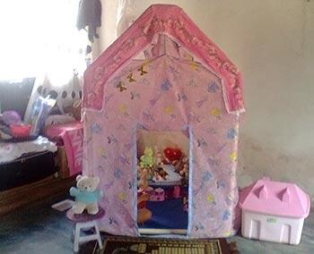 Casinha de brinquedo em PVC e TNT