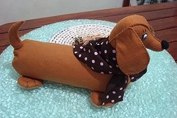 Cãozinho linguiça em feltro