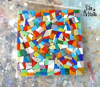 Complete o mosaico na tampa