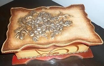 Caixa porta- jóias estilo antigo