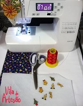 Junte os materiais e a máquina de costura