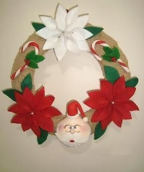 Uma cabaça é o Papai Noel da guirlanda de natal