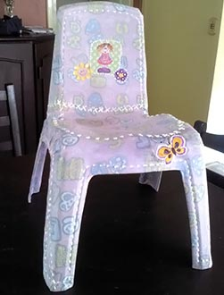 Cadeira infantil recebe pintura especial