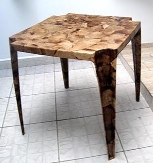 Mesa de uso externo redecorada