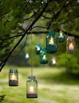 Vidros, velas e pedriscos