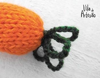 Costure a correntinha na ponta da cenoura