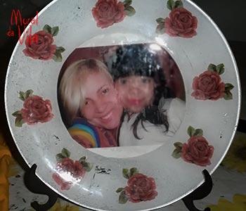 Porta-retrato com foto decupada no vidro