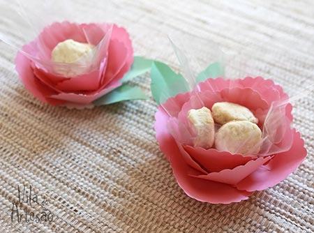 Forminhas para doces recheadas com biscoitinhos