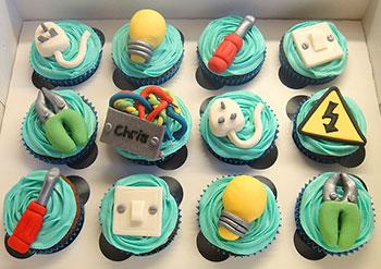 Material de eletro eletrônica no cupcake