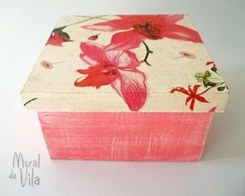 Caixa com pintura em pátina rádica