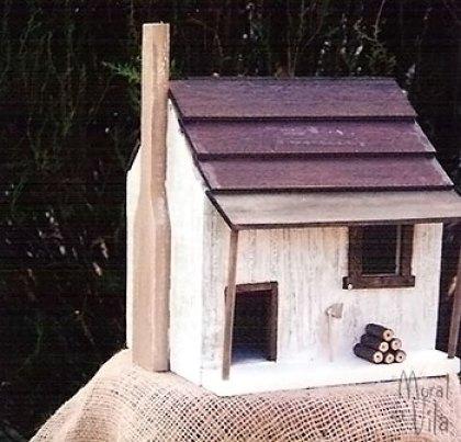 Casinha de madeira para enfeitar o jardim