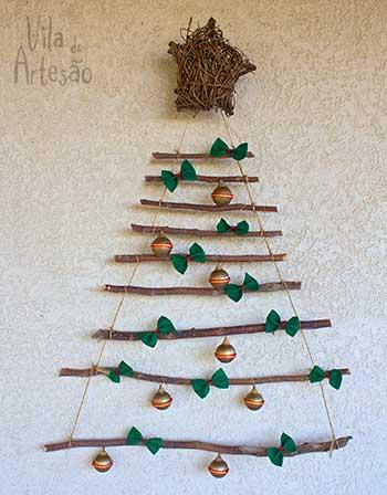 Enfeites renovados na árvore de natal