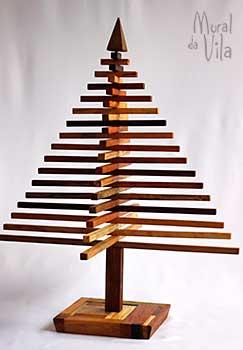 Pinheiro minimalista em madeira