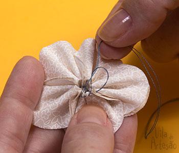 Feche o ponto costurando um nó