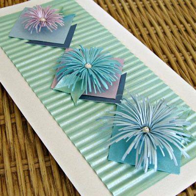 Cartão com flor de papel de franja