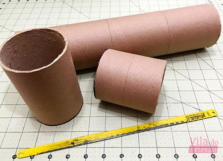Corte os tubos de papelão