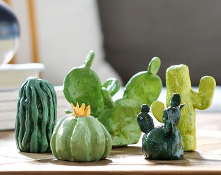 Suculentas feitas em cerâmica plástica