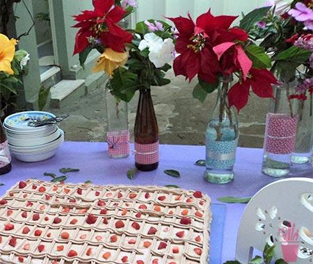 Enfeite de mesa de festa com reciclagem
