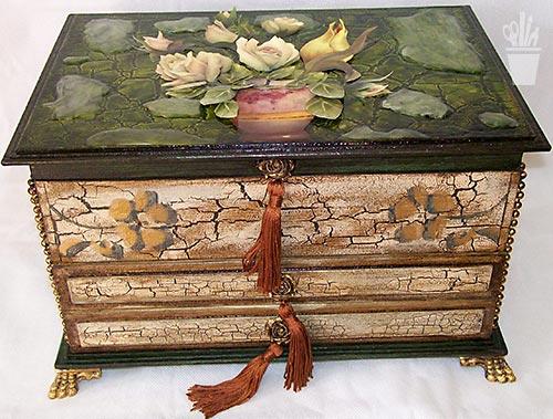Porta jóias em MDF decorado