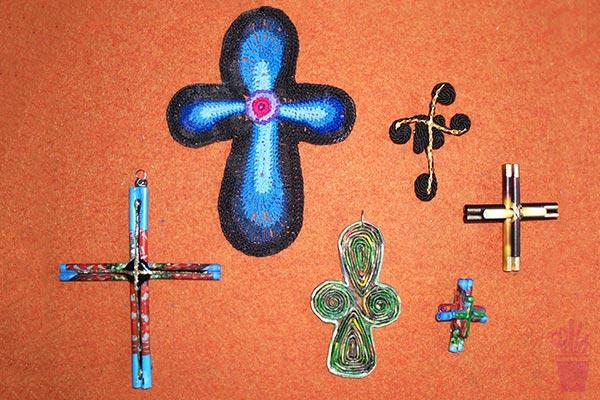 Pingentes de crucifixo para colar