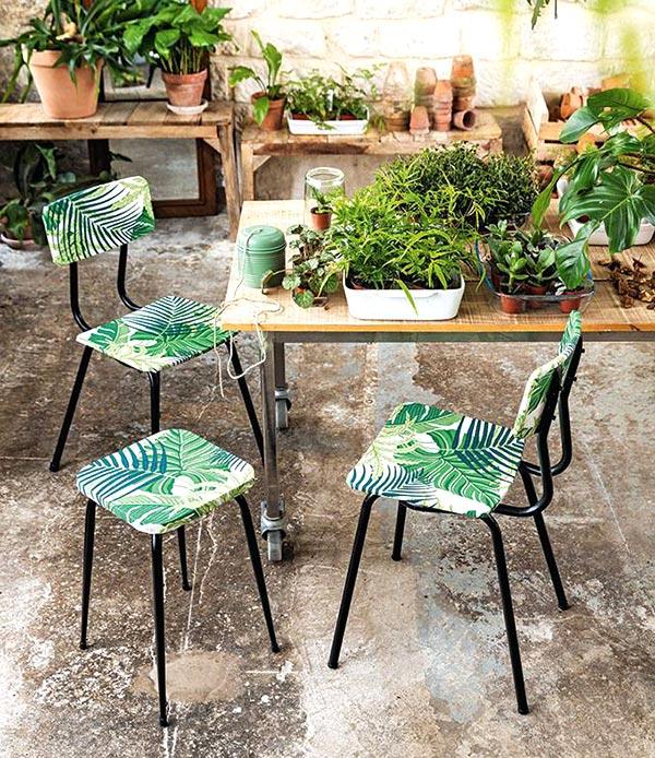 Móveis customizados com estampas tropicais