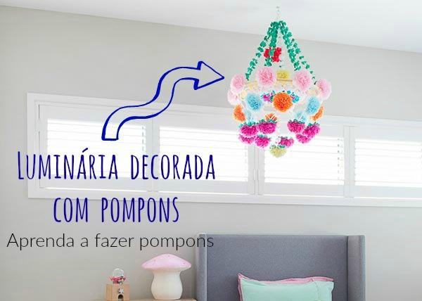 Luminária artesanal com pompons