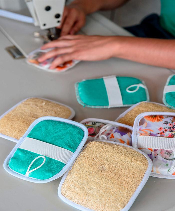 Esponja costurada em tecido atoalhado