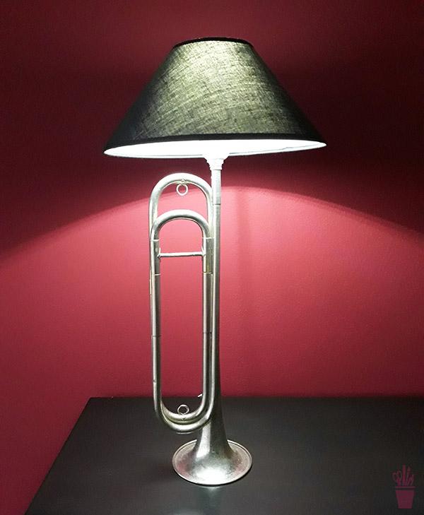 Supraciclagem de instrumento musical em luminária