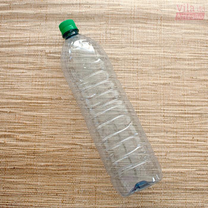 Separe uma garrafa pet de 1 litro