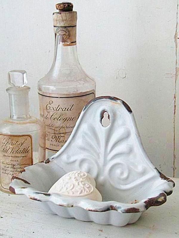Saboneteiras antigas são bem interessantes para a bancada do lavabo