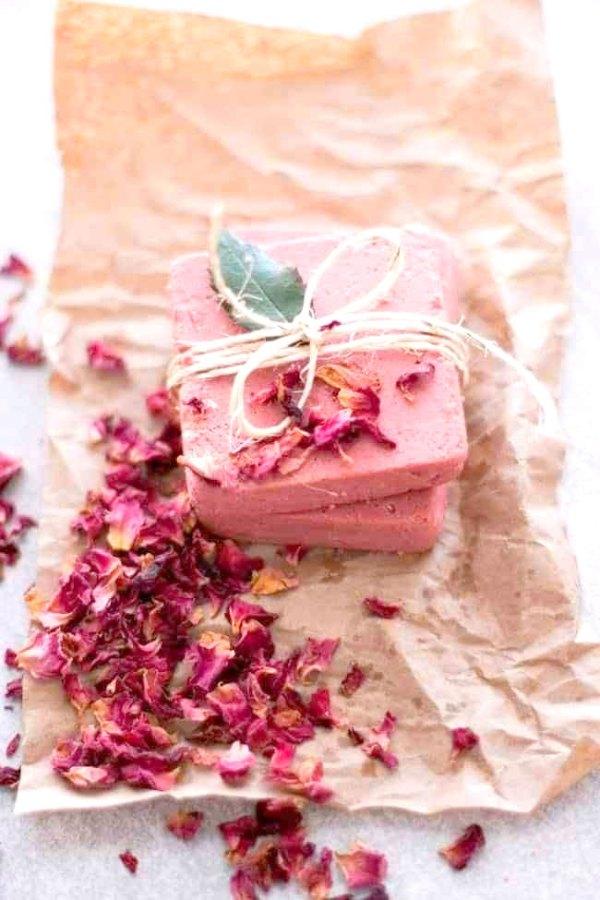 Sabonetes bem rústicos com aroma de flores