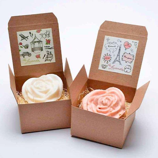 Sabonetinhos em formato de rosas embalados individualmente