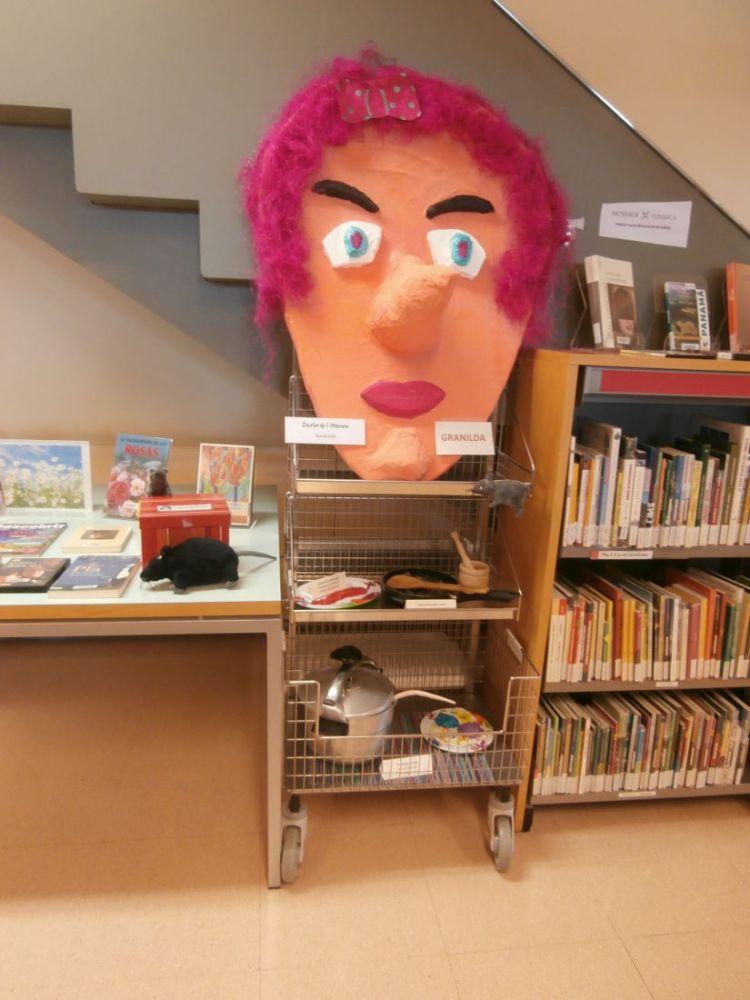 Exposicio bruixes biblioteca maig 16 3