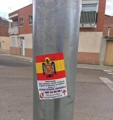Enganxada cartells els 10 de Vilanova (1)