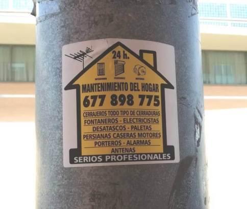 Enganxada cartells els 10 de Vilanova (3)