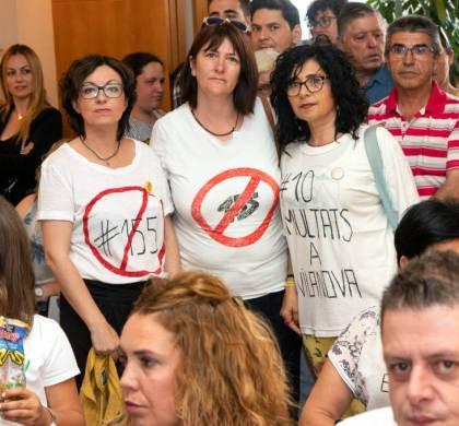 Comunicació no verbal i samarreta reivindicativa de la republicana Glòria Vilà en el ple de constitució | FOTOS