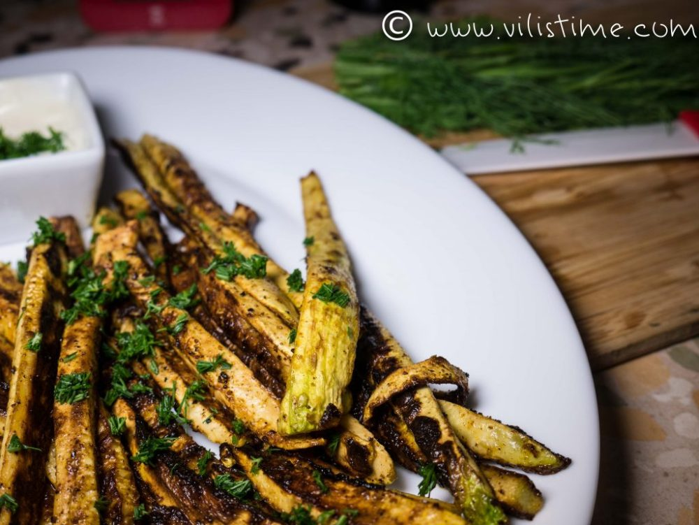 Roasted zucchini sticks and homemade dip