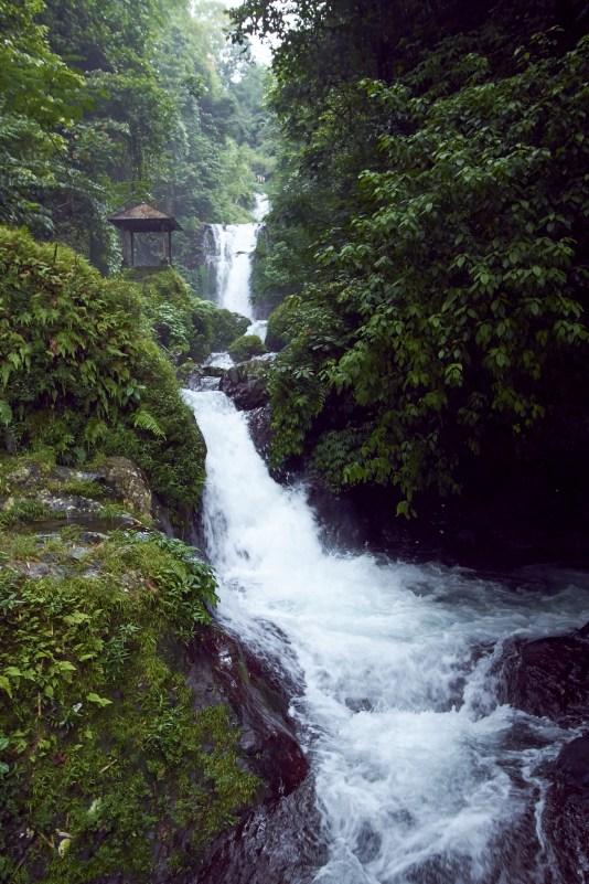 20101205_143025_gitgitwaterfall