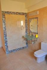 8-bed-villa-bathroom-middl