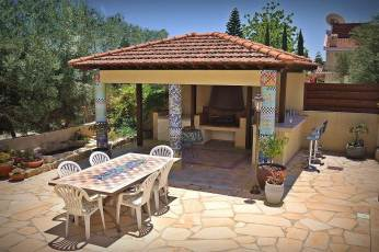 8-bed-villa-bbq-bar