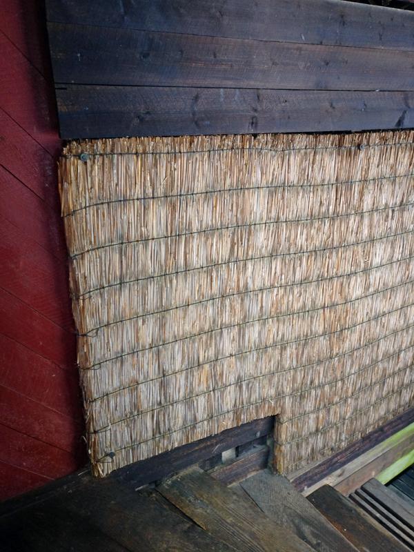 japanilaisuutta atriumpihan seinässä
