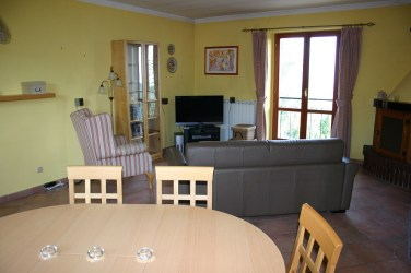 Dining area - can seat 8 guests