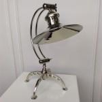 niklowana lampa nabiurko