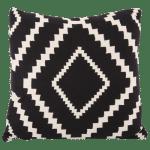 poduszka dekoracyjna czarno-biała